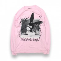ARIANA GRANDE-DANGEROUS WOMEN TOUR L/S T-SHIRT(PINK)<img class='new_mark_img2' src='//img.shop-pro.jp/img/new/icons5.gif' style='border:none;display:inline;margin:0px;padding:0px;width:auto;' />