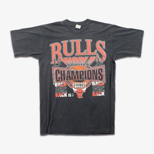 【50%OFF】VINTAGE USED 1992 BULLS S/S T-SHIRT(BLACK)<img class='new_mark_img2' src='https://img.shop-pro.jp/img/new/icons20.gif' style='border:none;display:inline;margin:0px;padding:0px;width:auto;' />