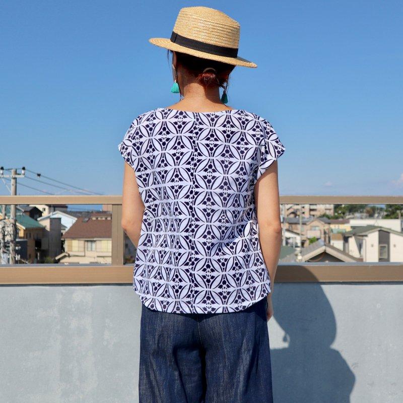 浴衣のTシャツブラウス(白地にアヤメ・M)