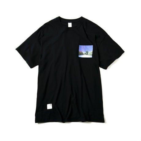 <img class='new_mark_img1' src='https://img.shop-pro.jp/img/new/icons50.gif' style='border:none;display:inline;margin:0px;padding:0px;width:auto;' />MAGIC STICK マジックスティック LAID BACK Tee art work by Hiroshi Nagai レイドバックティー BLACK