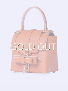 niels peeraer ニールス ペラール BOW BUCKLE 3PM BAG-S (caramel )