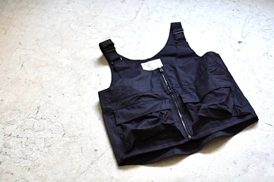<img class='new_mark_img1' src='https://img.shop-pro.jp/img/new/icons1.gif' style='border:none;display:inline;margin:0px;padding:0px;width:auto;' />インク ( ink ) royal over vest / ベスト black - エンシニータス