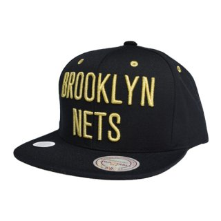 <img class='new_mark_img1' src='//img.shop-pro.jp/img/new/icons20.gif' style='border:none;display:inline;margin:0px;padding:0px;width:auto;' />Mitchell & Ness- Gold Logo Snapback Cap NBA NETS
