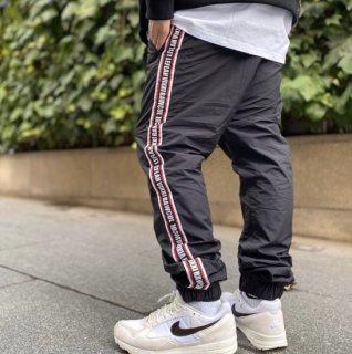 <img class='new_mark_img1' src='https://img.shop-pro.jp/img/new/icons1.gif' style='border:none;display:inline;margin:0px;padding:0px;width:auto;' />【LEFLAH】nylon jogger pants(BLK)