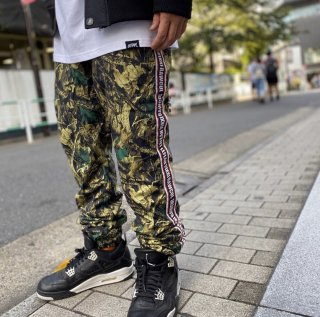 <img class='new_mark_img1' src='https://img.shop-pro.jp/img/new/icons1.gif' style='border:none;display:inline;margin:0px;padding:0px;width:auto;' />【LEFLAH】nylon jogger pants(CAMO)
