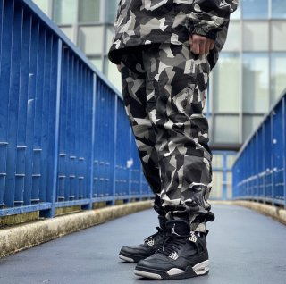 <img class='new_mark_img1' src='https://img.shop-pro.jp/img/new/icons1.gif' style='border:none;display:inline;margin:0px;padding:0px;width:auto;' />【LEFLAH】camo stretch jogger pants(WHT)