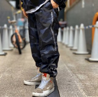 <img class='new_mark_img1' src='https://img.shop-pro.jp/img/new/icons1.gif' style='border:none;display:inline;margin:0px;padding:0px;width:auto;' />【LEFLAH】camo stretch jogger pants(NVY)