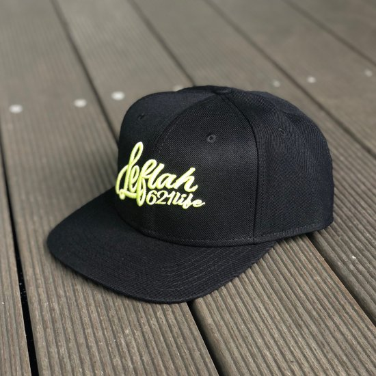 <img class='new_mark_img1' src='https://img.shop-pro.jp/img/new/icons1.gif' style='border:none;display:inline;margin:0px;padding:0px;width:auto;' />【LEFLAH】Script logo snap back cap(BLK×S.GRN)