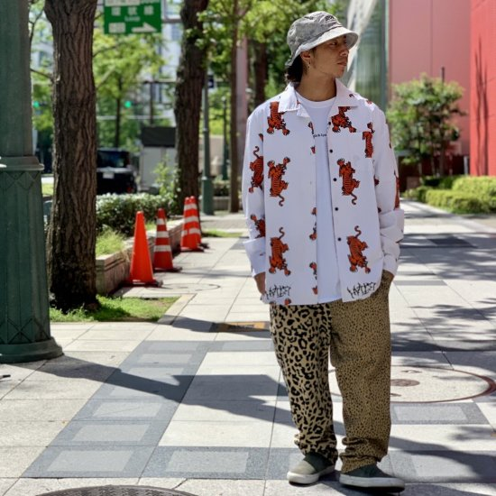 <img class='new_mark_img1' src='https://img.shop-pro.jp/img/new/icons1.gif' style='border:none;display:inline;margin:0px;padding:0px;width:auto;' />【LEFLAH】tiger pattern open collar shirt(WHT)