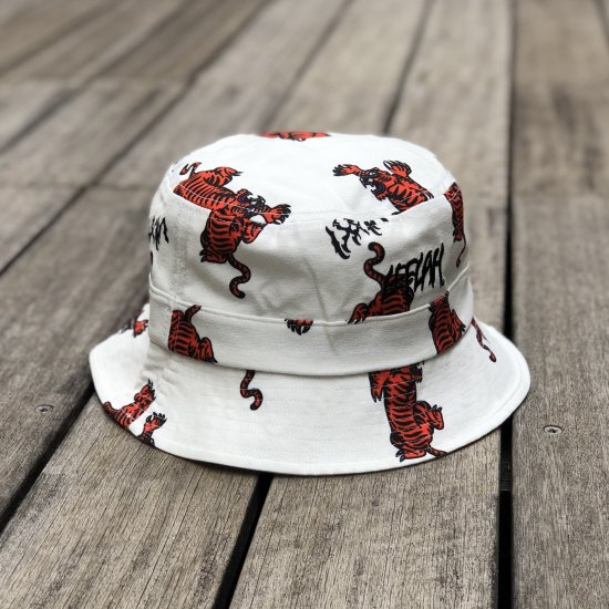 <img class='new_mark_img1' src='https://img.shop-pro.jp/img/new/icons1.gif' style='border:none;display:inline;margin:0px;padding:0px;width:auto;' />【LEFLAH】tiger pattern bucket hat(WHT)