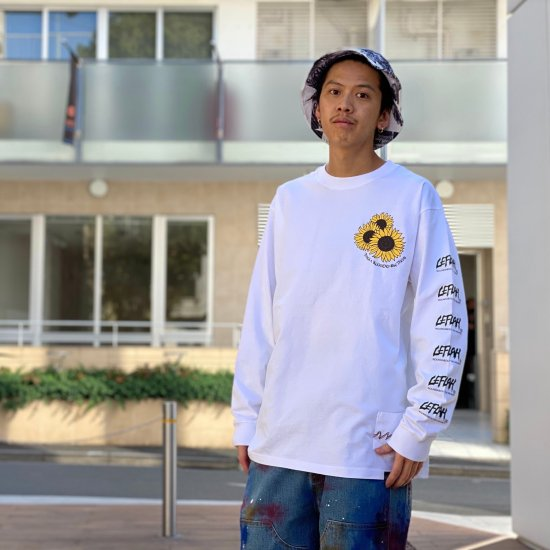 <img class='new_mark_img1' src='https://img.shop-pro.jp/img/new/icons1.gif' style='border:none;display:inline;margin:0px;padding:0px;width:auto;' />【LEFLAH】mum long sleeve tee(WHT)