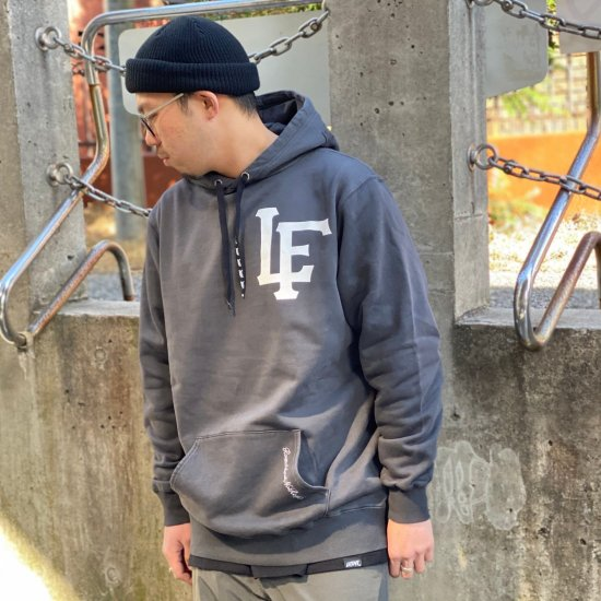 <img class='new_mark_img1' src='https://img.shop-pro.jp/img/new/icons2.gif' style='border:none;display:inline;margin:0px;padding:0px;width:auto;' />【LEFLAH】 team logo pigment dyed parka(BLK)