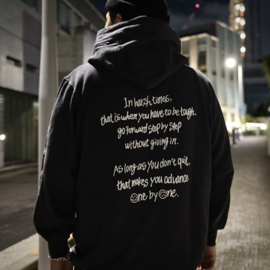 <img class='new_mark_img1' src='https://img.shop-pro.jp/img/new/icons1.gif' style='border:none;display:inline;margin:0px;padding:0px;width:auto;' />【LEFLAH】one by one parka(BLK) ※先着限定ネックストラップ付き