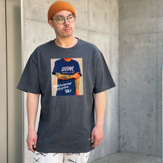 <img class='new_mark_img1' src='https://img.shop-pro.jp/img/new/icons1.gif' style='border:none;display:inline;margin:0px;padding:0px;width:auto;' />【LEFLAH】oneself logo tee (D.GRY)