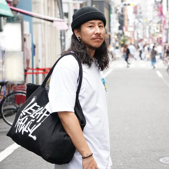 <img class='new_mark_img1' src='https://img.shop-pro.jp/img/new/icons2.gif' style='border:none;display:inline;margin:0px;padding:0px;width:auto;' />【LEFLAH】G-spray logo canvas zip tote bag (BLK/WHT)