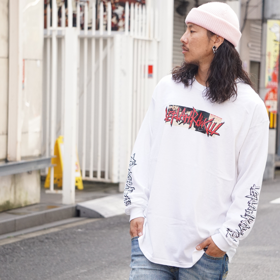 <img class='new_mark_img1' src='https://img.shop-pro.jp/img/new/icons1.gif' style='border:none;display:inline;margin:0px;padding:0px;width:auto;' />【LEFLAH】police logo long tee(WHT)