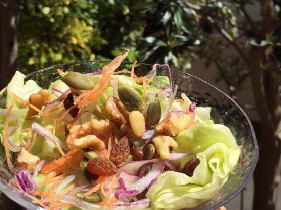 野菜と食べる木の実